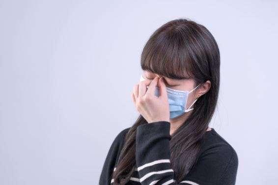Woman pinching her nosebridge